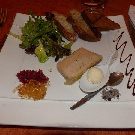 Belleville, Frankrig: foie gras en entrée avec pains spéciaux et pains d épices, sorbet déllicieux