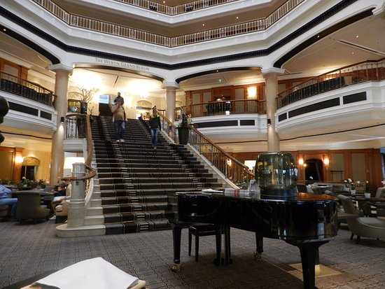 The Westin Grand Berlin: Lobby and staircase