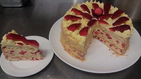 Saint Arnaud, นิวซีแลนด์: Strawberry Torte...enough said...