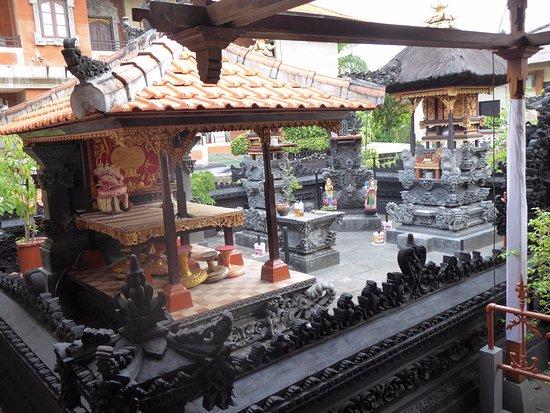 Wina Holiday Villa Hotel: Plaats om te bidden en offeranden te brengen