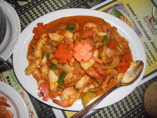 Sombat's Fresh Thai Cuisine: red curry with shrimp