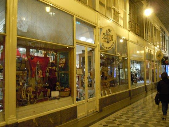 Passage Jouffroy: De belles boutiques