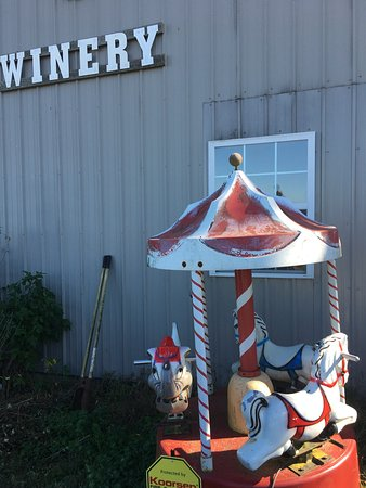 Carousel Winery: Marion is the winemaker.  91 years old a veteran and he knows wine!