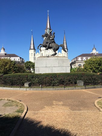 Katedral Santo Louis: General Jackson still sits high on his horse in front of St. Louis Cathedral in New Orleans