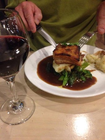 Wentworth Falls, Australia: Pork belly crackling cooked just how my husband loves it.