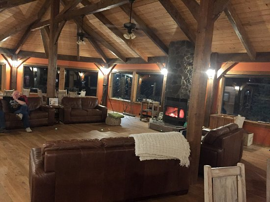 Nanuk Polar Bear Lodge : The Great Room, cosy and relaxing.