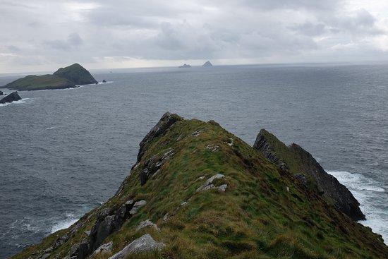 Portmagee, Irland: Skellig Islands in distance