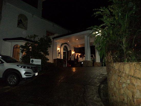 La Mansion Inn: Front Enterance
