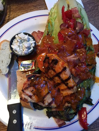 Barker's Bar & Grill: Grilled romaine and chicken chop salad! YUM!!!