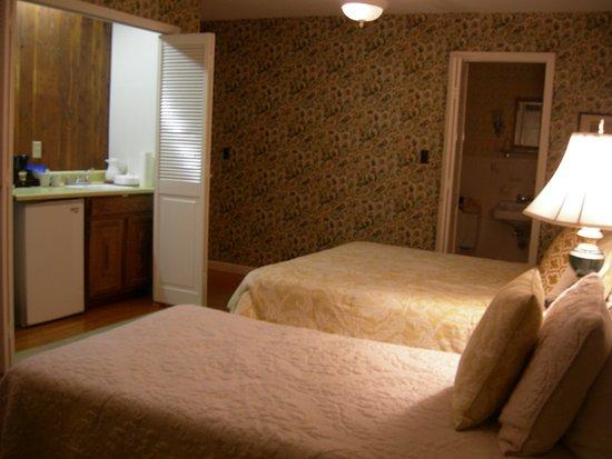 Coach House Inn Photo