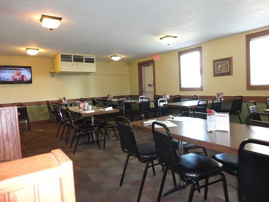 Barberton, OH: Dining room. It was clean. Nothing special.