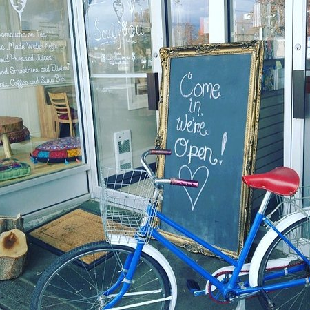 Cranbrook, Canadá: Come in, we're open!