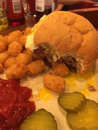 Oakdale, Миннесота: Horrible fish and terrible baked potato, ok burger