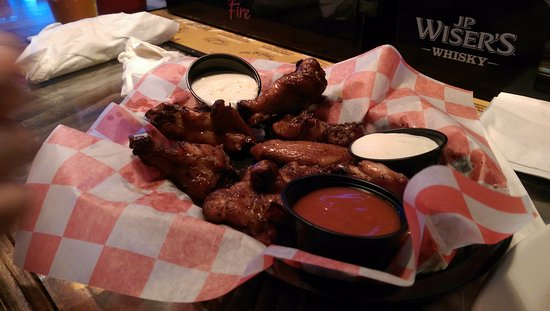 The Halligan Bar and Grill: Smoked chicken wings