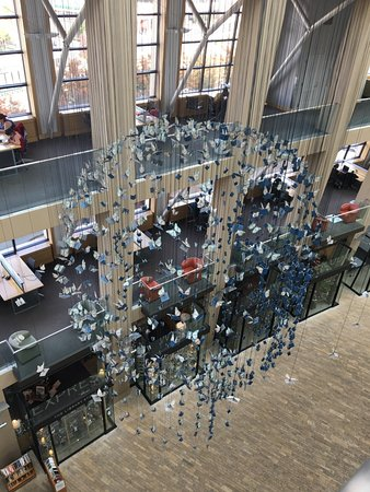 Salt Lake City Public Library : view inside the atrium of the library