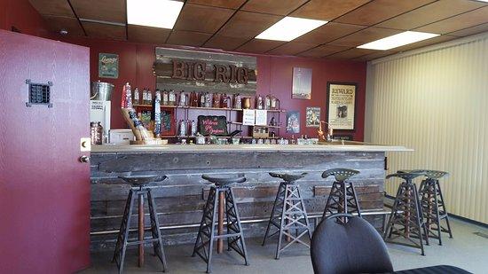 Nisku, Canada: Big Rig Tasting Bar