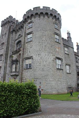 كيلكيني, أيرلندا: uma das torres