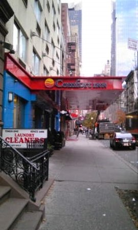 Broadway at Times Square Hotel: entrance