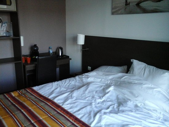 la chambre : bien décorée, bien équipée, mais petite - Picture of ...