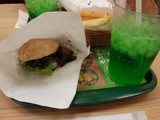Mos Burger Katsura Mozume: Hamburguesa con arroz en vez de pan