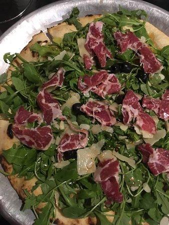 Calenzana, Frankrike: la pizza pizzad'elo avec chèvre, miel, coppa, salade... excellente