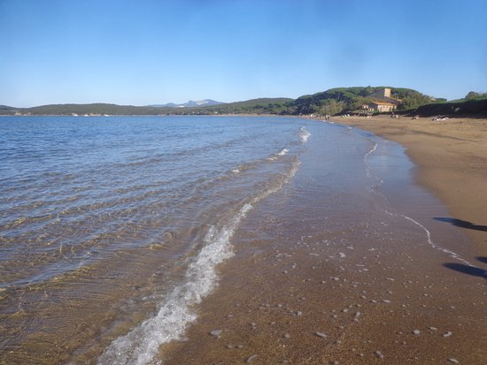 Baratti, Italia: Spiaggia poco popolata il primo novembre: fantastico