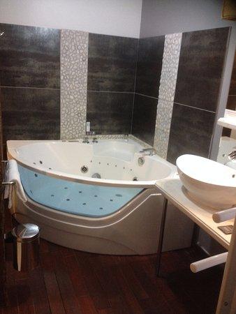 spa avec hammam et sauna 1h par jour compris dans le prix de la chambre photo de