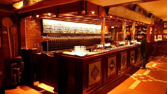 Mack's Beer Hall: Bar Counter