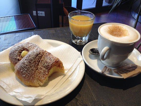 Mok'house B&B : Breakfast at Il Pasticciaccio