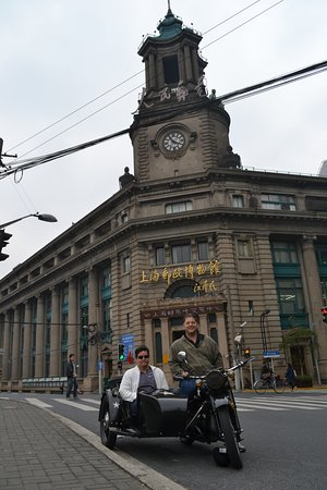 Insiders-Shanghai Private One-day Tour : In front of the original Shanghai Post Office