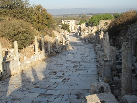 Tayf Tours: On the road to downtown Ephesus
