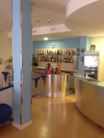 Hotel Metron: hall con bar
