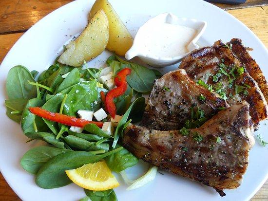 Isafjordur, Islandia: Chuletas de cordero y acompañantes, normales de sabor, muy escaso de cantidad.