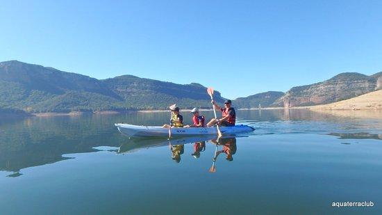 Vilanova de Sau, Spain: Paseo en kayak por el Panta de Sau. Super divertido para los niños