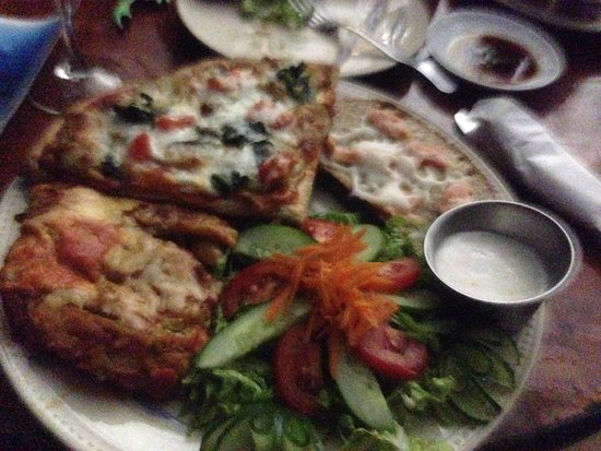 Kosrae, Micronesia: Dinner at Bully's - Saturday night is Italian special