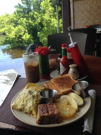 Kosrae, Micronesia: Breakfast at Bully's - you can choose vegetable omelet.