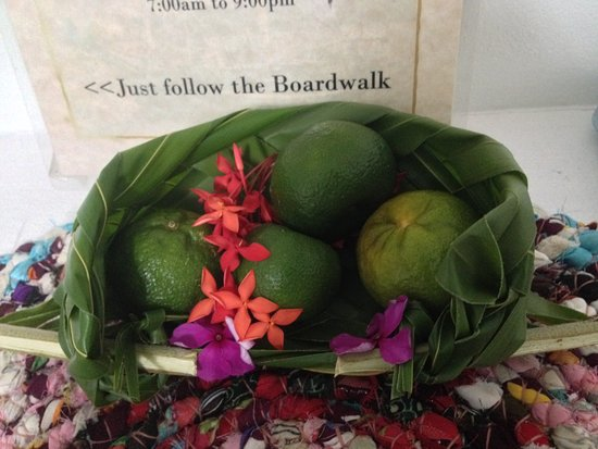 Kosrae, Mikronesiaføderasjonen: When you check-in, a basket of tasty local tangerines are waiting for you
