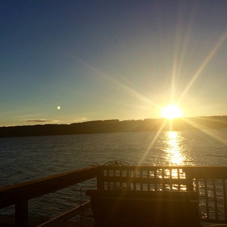 Lagos Finger, Estado de Nueva York: Sunset from private dock