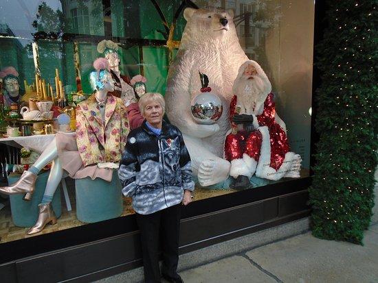 Corus Hotel Hyde Park London: Selfidges large bear.