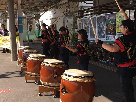 Shima Onsen Kashiwaya Ryokan: Waiting at train station treated to Taiko Drummers! Nakanojo, Japan