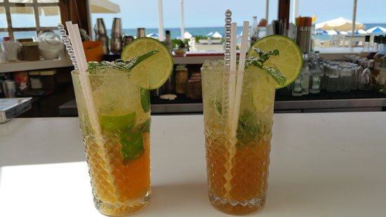 Iperion Beach Hotel: Mojitos at the Iperion beach bar