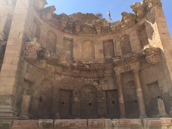 Jerash Harabeleri: Fountain