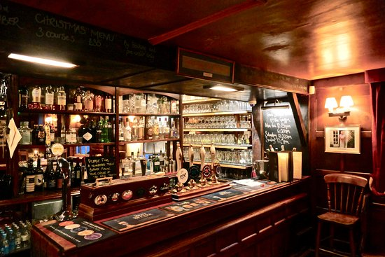 Fletching, UK: The bar