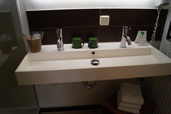 évier moderne - Photo de Hotel Schwarzenberg, Glottertal ...