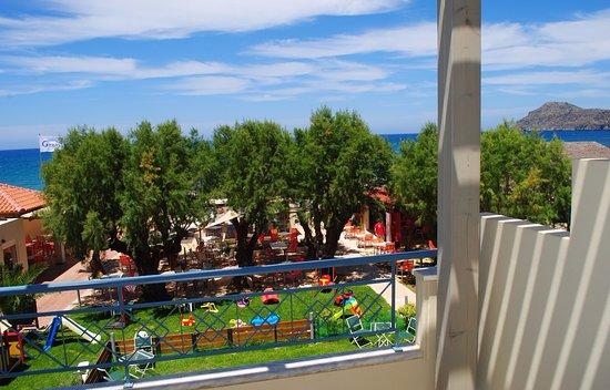 Melina Beach Hotel : pogled iz sobe na ostrvo prekoputa