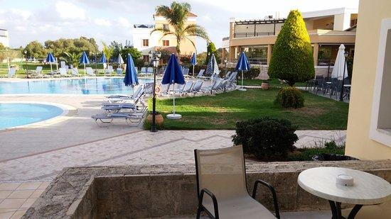 Chrispy World: Pool at thedaytime