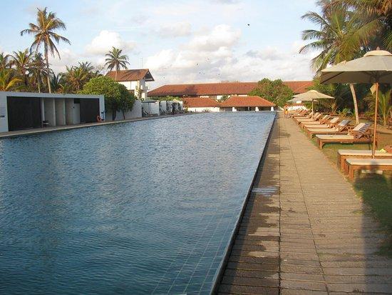 Jetwing Lagoon: Empty pool