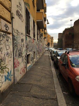 San Lorenzo Rooms: Le quartier!!