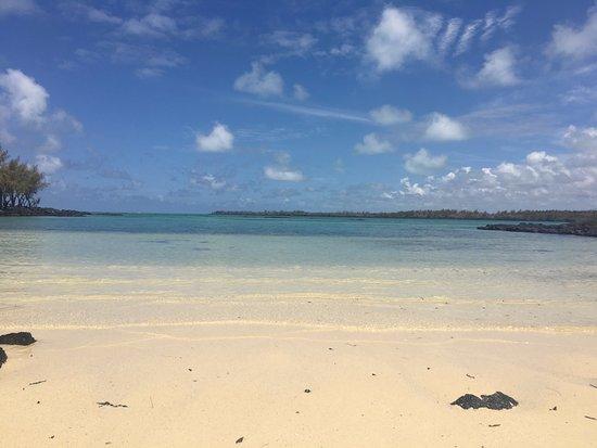 Grand Gaube: Petite plage déserte à l'arrière de l'île aux Bermaches