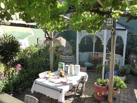 Tradouw Guest House: Breakfast on the terrace